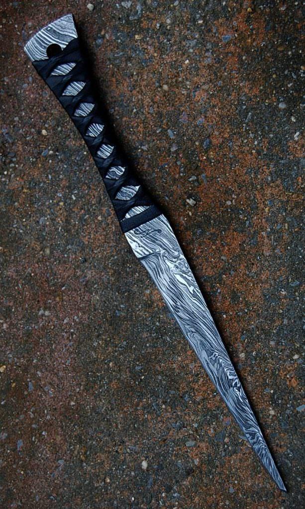Empu lame de 13.5 cm forgée en damas feux , ito maki en cuir noir