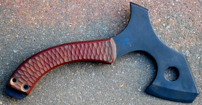 Petite hache forgée en xc75 bronzée noir