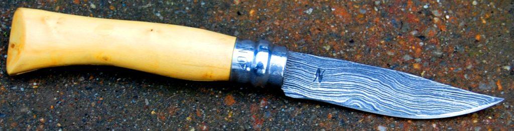 Pliant opinel , manche buis et lame forgée en damas de 8 cm
