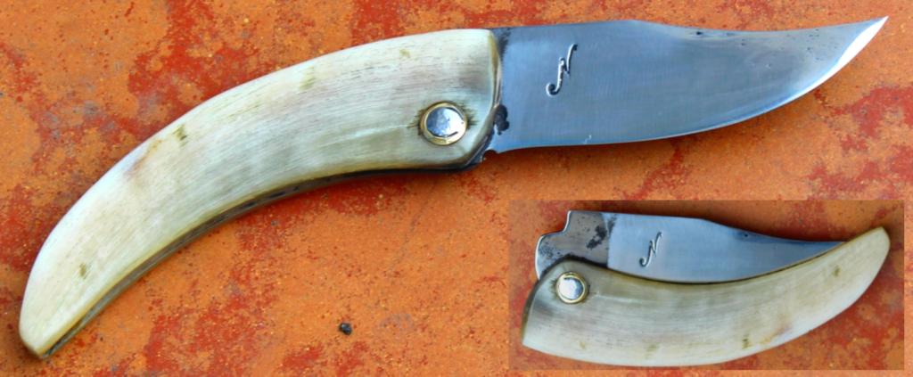 Pliant piémontais corse dit cornilliu , lame de 9.2 cm forgée en xc 75 forgé avec trempe sélective . manche en corne de bélier