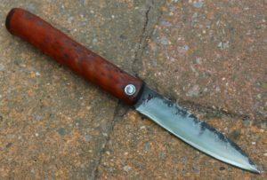 Piémontais makila lame de 9 cm forgée en xc 758 , manche en néflier.