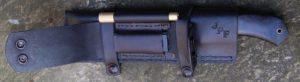 Bushcraft avec allume feu et affuteur
