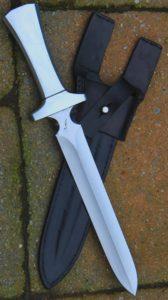 Dague traqueur lame , manche aluminium poids de 425 gr